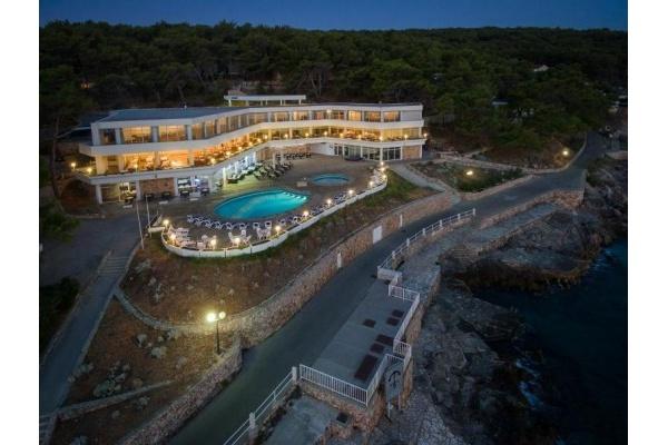 Hotelsko naselje Fontana Resort 2* – Hvar